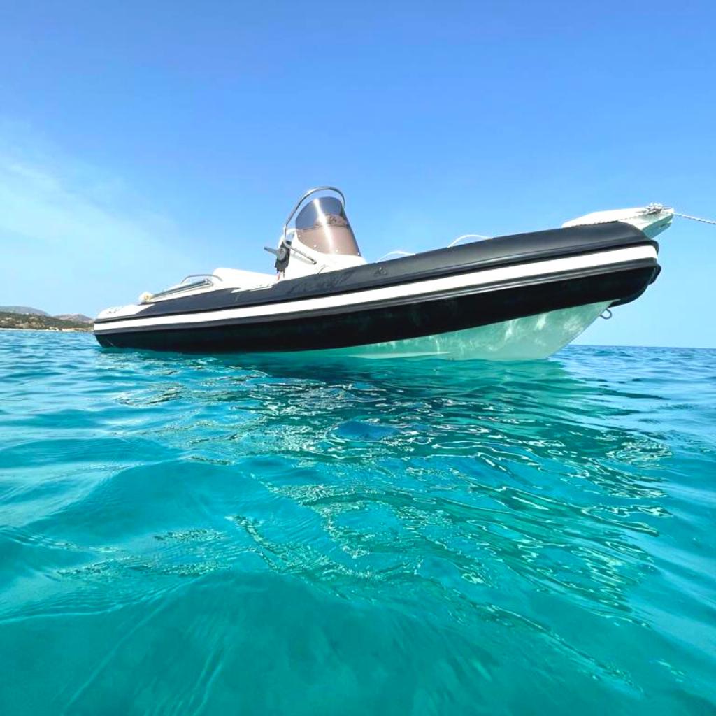gommoni-chia-ali-del-mare-joker-boat-520-nero