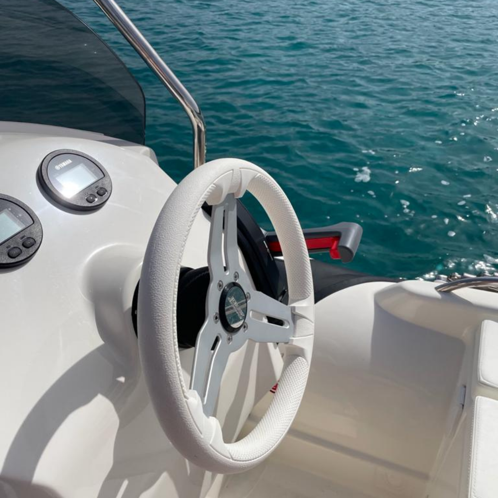 gommoni-chia-plancia-ali-del-mare-joker-boat-520